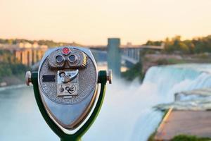 verrekijker over het hoofd zien Amerikaanse watervallen foto