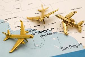 drie vliegtuigen boven Californië foto