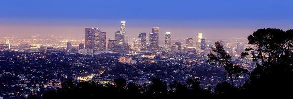 Los Angeles skyline bij schemering foto