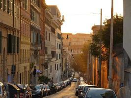 straat naar coliseum foto