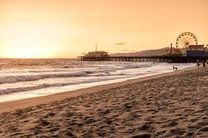 een avond schot van Santa Monica Beach in Los Angeles, CA.
