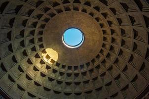 koepel van het pantheon, rome, italië foto