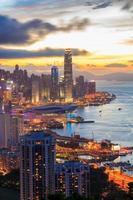 zonsondergang stadsgezicht foto