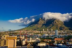Tafelberg en zijn beroemde tafelkleed, in Kaapstad foto