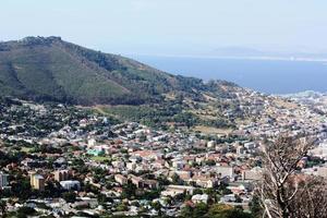 Cape Town, Atlantic, uitzicht vanaf de Tafelberg, onder de blauwe hemel