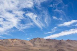 atacama berg met blauwe lucht in eduardo avaroa park foto