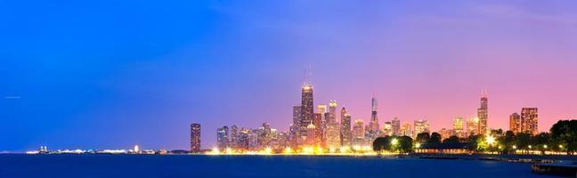 stad van chicago usa, kleurrijke skyline panorama bij zonsondergang foto