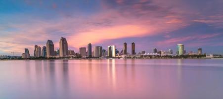San Diego skyline bij zonsondergang foto