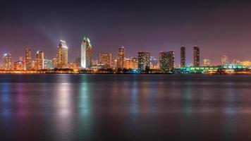 San Diego skyline in de schemering foto