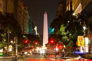 obelisco (obelisk) bei nacht, buenos aires argentinien foto