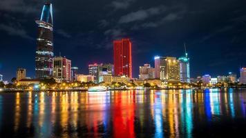geweldige metropool nachtopname, ho chi minh stad. foto