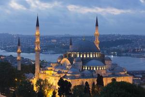 prachtige Suleymaniye-moskee in de schemering foto
