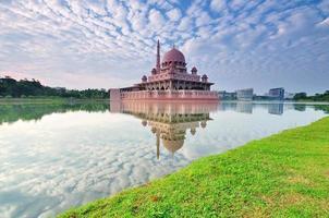 reflectie putra moskee, putrajaya, kuala lumpur foto