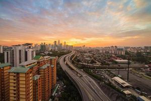 skyline van de stad - Kuala Lumpur in de schemering foto