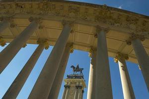 Ruiterstandbeeld op de Plaza Mayor in Madrid foto