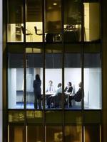 mensen uit het bedrijfsleven in de vergaderruimte foto