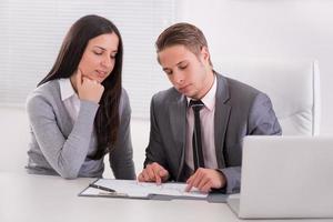business team tijdens een vergadering foto