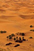 luchtfoto van Sahara en bedoeïenen kamp, Marokko