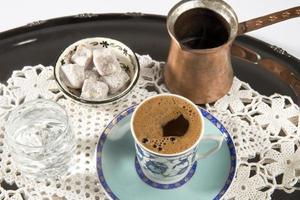 Turkse koffie en Turks fruit foto