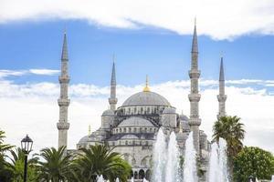 blauwe moskee in istanbul op een zonnige dag