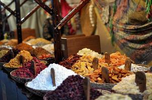 oosterse snoepjes op de markt foto