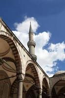 uitzicht op blauwe moskee binnenplaats foto