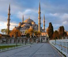 blauwe moskee, istambul in zonsopganglichten foto