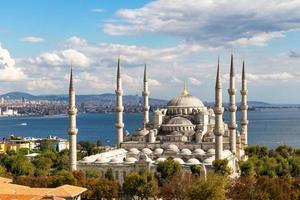 luchtfoto van de blauwe moskee en de prachtige omgeving foto