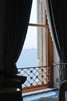 uitzicht op zee vanuit het raam
