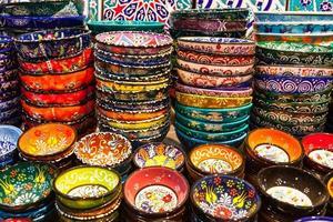 klassieke Turkse keramiek op de markt foto