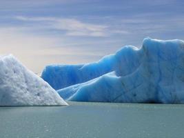 ijsbergen in lago argentino tierra del fuego argentinië foto