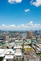 zonnige luchtfoto uitzicht op de stad panorama foto