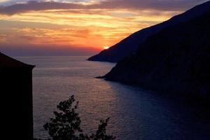 mediterrane zonsondergang. foto