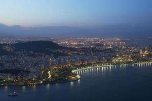 de nacht van Rio de Janeiro.