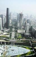 uitzicht vanaf kanton toren naar Guangzhou stad foto