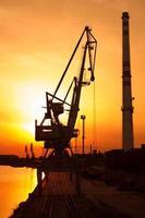 industriële zonsondergang foto