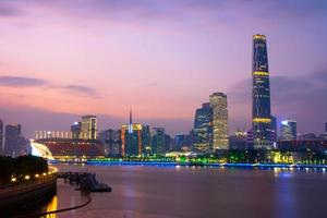 modern gebouw van het financiële district in Guangzhou China foto
