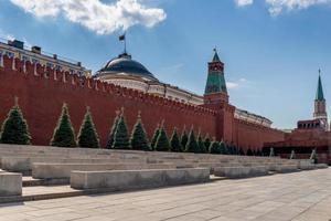 zicht op een deel van de muur rondom het kremlin foto