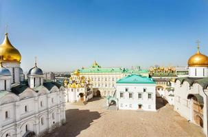 Kathedraalplein met paleis van facetten bovenaanzicht foto