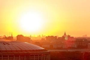 panorama van Moskou van vorobyovy bloederige bij zonsopgang foto