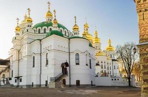 refter kerk van de kiev-pechersk lavra in de herfst foto
