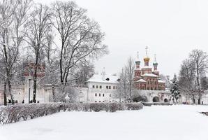 Moskou. ochtend in de buurt van het novodevitsji-klooster