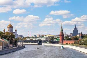 bolsjoj kamenny brug over de rivier moskva, moskou foto