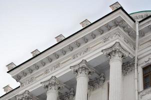 kroonlijst van het centrale gebouw herbergt pashkov, moskou foto
