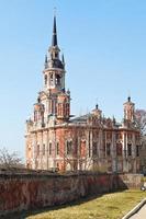 Nikolsky kathedraal en muren van het Kremlin van Mozhaysk foto