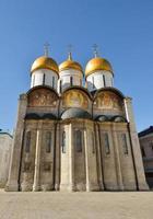 kathedraal van dormition (1479) in kremlin van Moskou foto