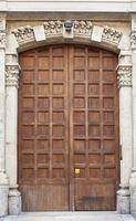 oude houten deuropening foto