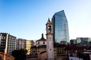 nieuwe wolkenkrabber op porta nuova in milaan foto