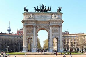 porta sempione / boog van vrede in milaan foto