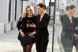 vrouwelijke businesstalk foto